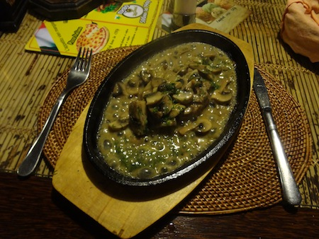 Steak and mushrooms in sizzling sauce